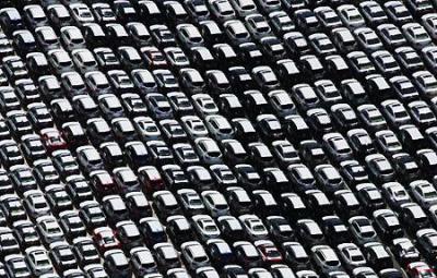 Passenger car registrations in the EU: -4.9% in December, +3.4% in 2017