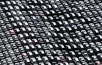Passenger car registrations in the EU: -0.4% in April, -2.6% in four months